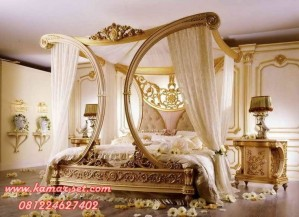 Tempat Tidur Pengantin Gold Queen Cleopatra