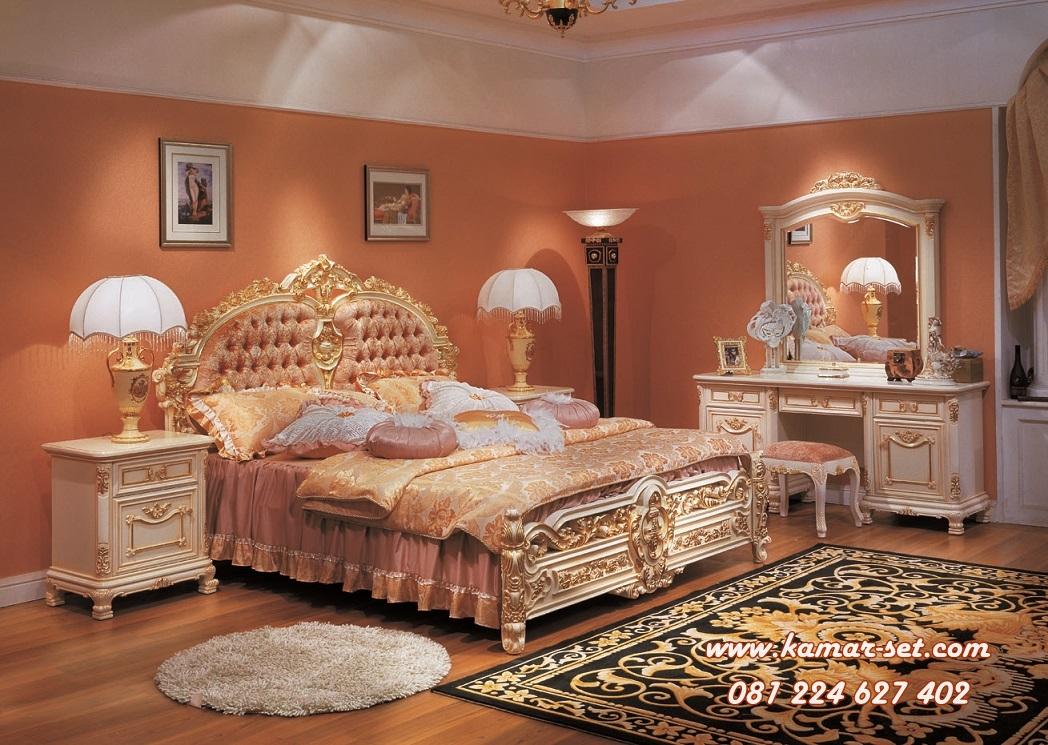 Tempat Tidur Klasik Mewah
