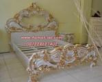 Tempat Tidur Duco Gold Ukiran Klasik Mewah